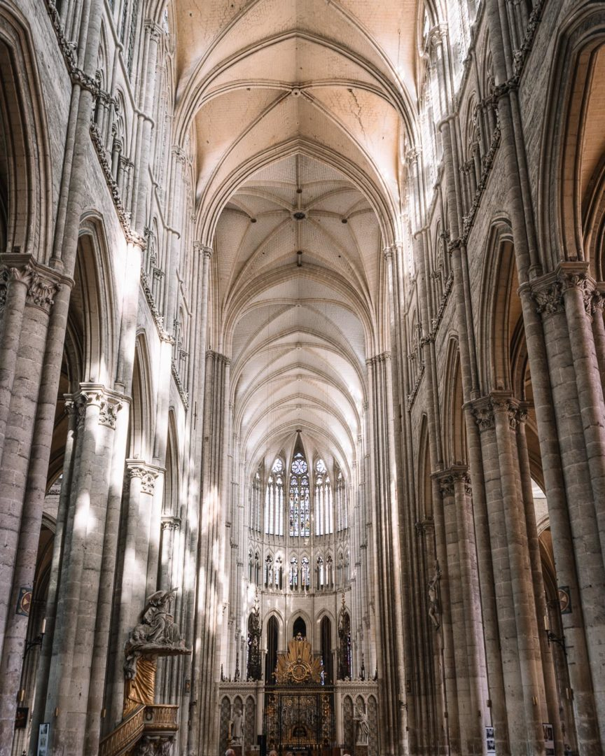 Visiting the cathedral during one day in Amiens