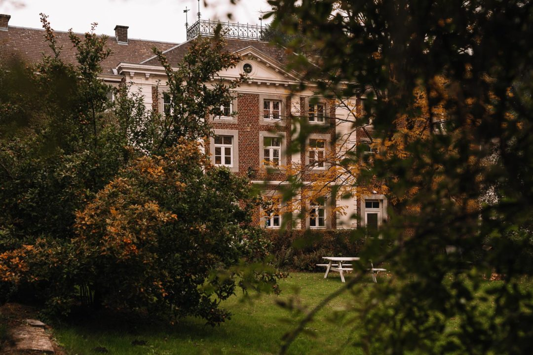 A view of Aux Quatre Bonniers from its vast garden.